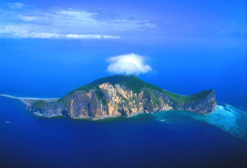 龜山島的尾巴會隨著季風而南北向移動,即是著名的「靈龜擺尾」(圖/ when on earth)