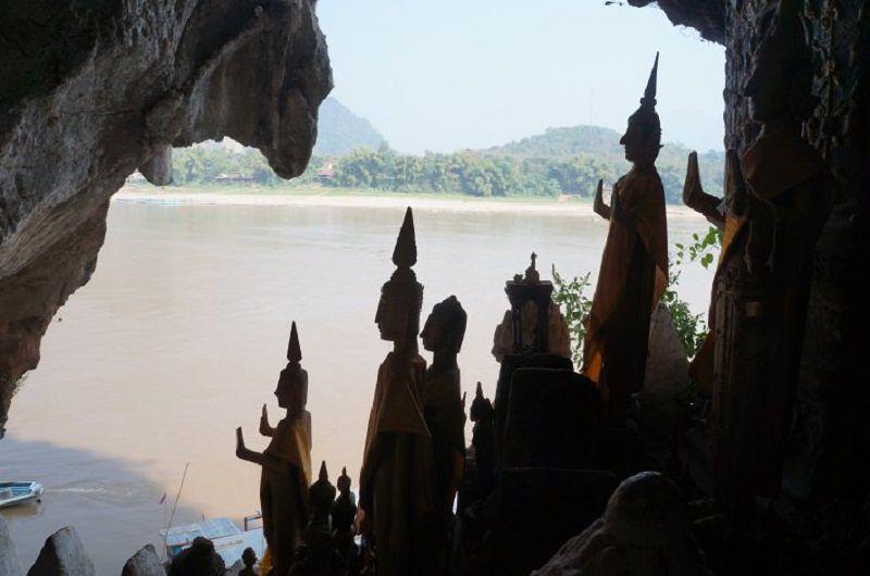 湄公河畔的帕馬石窟(取自攜程網)