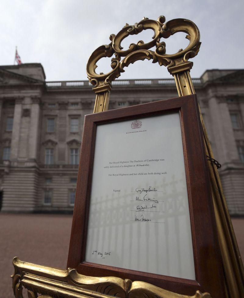 肯辛頓宮2日張貼的王室聲明。(美聯社)
