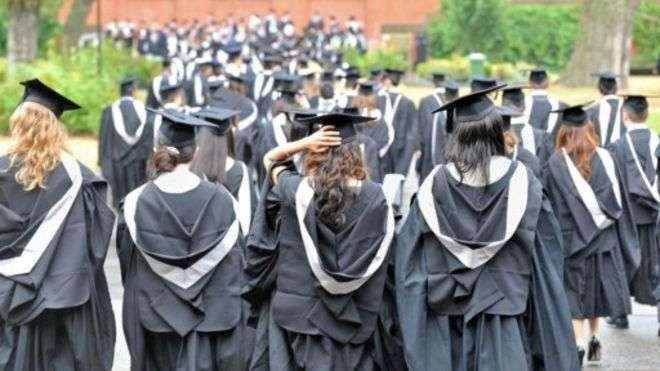 大學畢業生就業率排名成為了關注焦點。(BBC中文網)