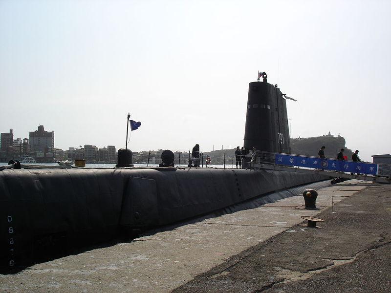 20150508船齡超過60年的海軍2艘老邁的茄比級「海獅」號潛艦,但因海軍與台船對施工方式沒有交集,目前無法重建。(取自wiki維基百科).JPG