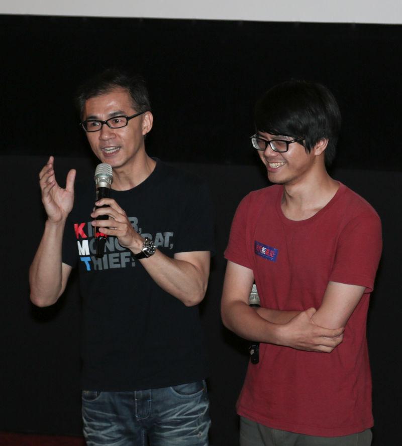 《末代叛亂犯》光點華山首映會,導演廖建華(右)與當事人廖偉程。(余志偉攝)