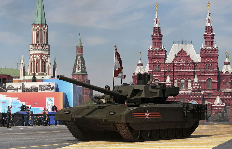 俄羅斯Armata T-14坦克8日亮相。(美聯社)