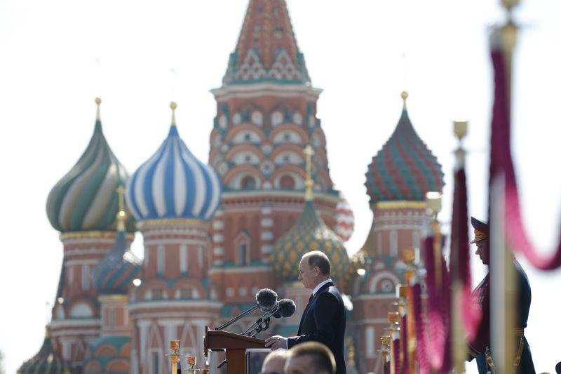 俄國總統普京8日於閱兵結束後發表談話。(美聯社)