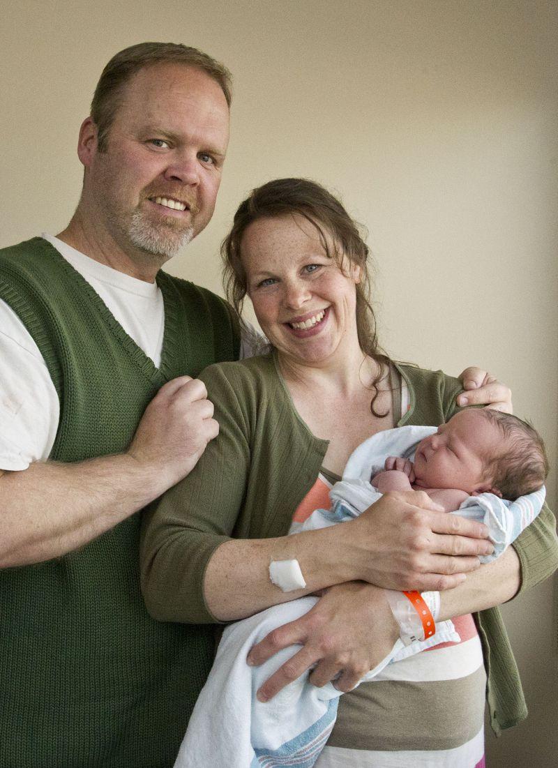 施瓦特夫婦13日喜迎第13個兒子。(美聯社)