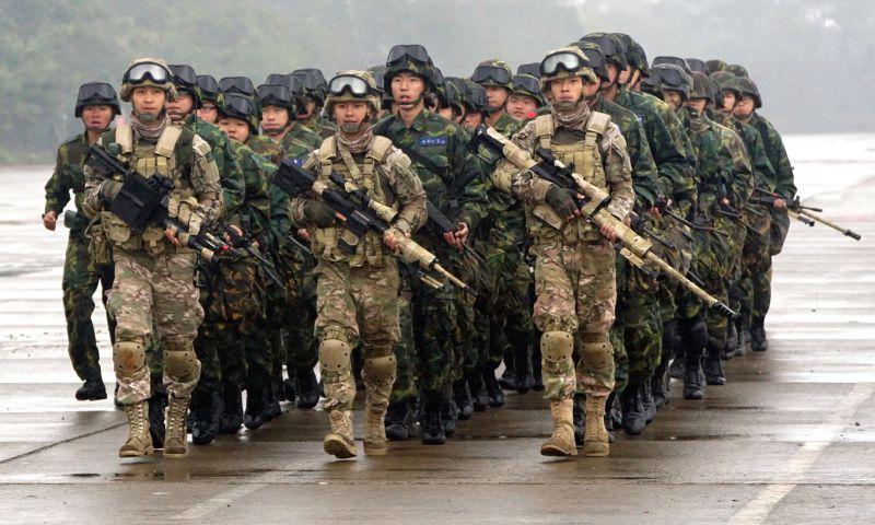 2015年國軍春節加強戰備操演,陸軍地空反空機降演練-蘇仲泓攝