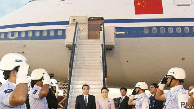 中國國務院總理李克強和夫人程虹乘坐專機抵達巴西。