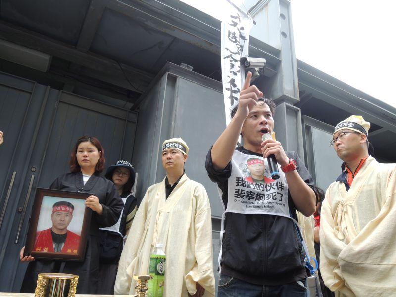 20150526-SMG0045-010-Hydis裴宰炯遺孀與工人來台抗議-葉瑜娟攝.jpg
