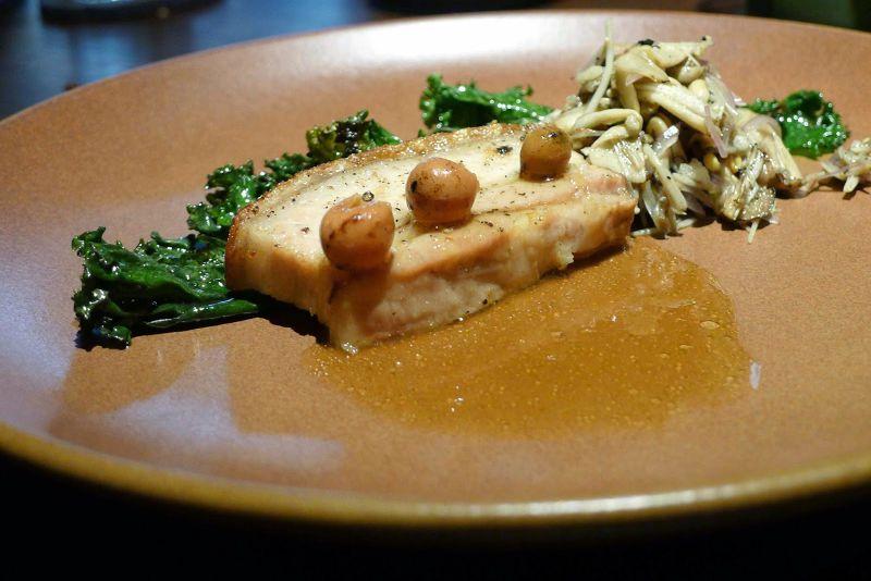 主菜肉料理用的是三層肉、破布子與炒菇