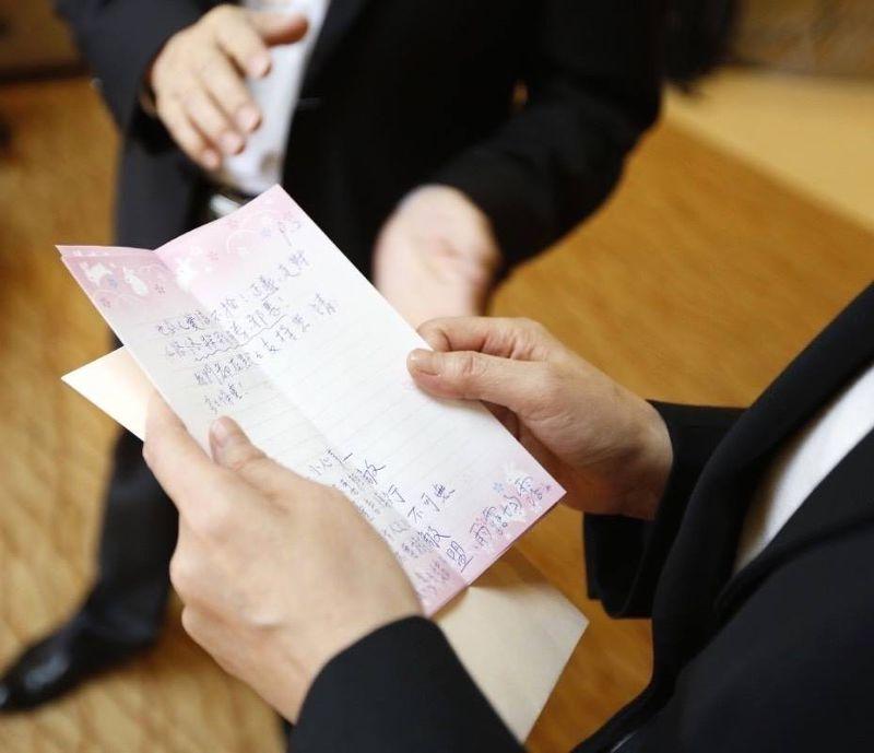 20150531-蔡英文訪美,台僑阿嬤送親筆信鼓勵-取自蔡英文臉書