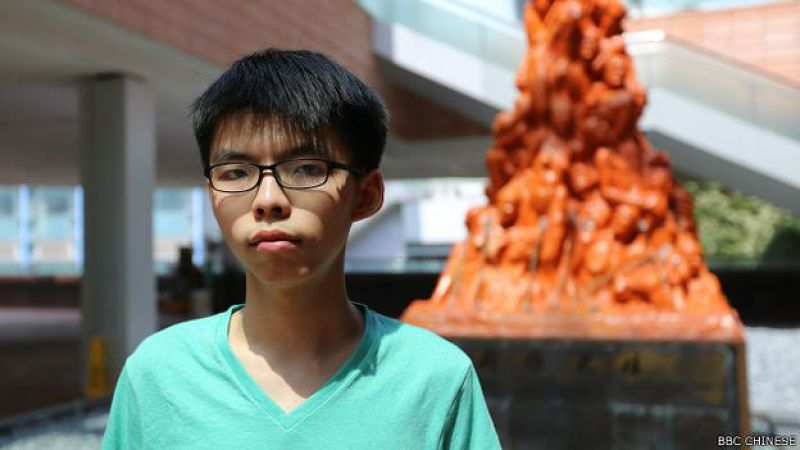 香港學生團體「學民思潮」召集人黃之鋒指出,六四事件甚至影響基本法關於政改的條文(BBC中文網照片)。