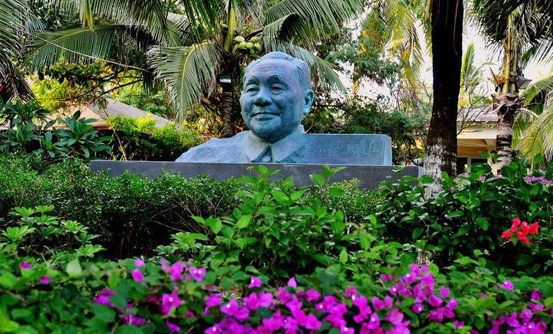 鄧小平提出「發展才是硬道理」,打開中國改革開放的門。(取自網路)