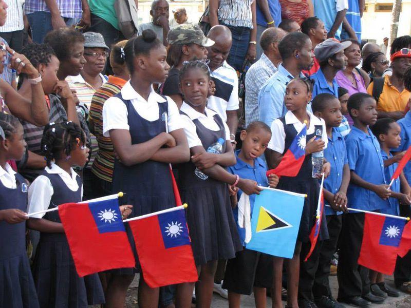 20150604-SMG0045-011-聖路西亞孩童歡迎總統-資料照,仇佩芬攝.jpg