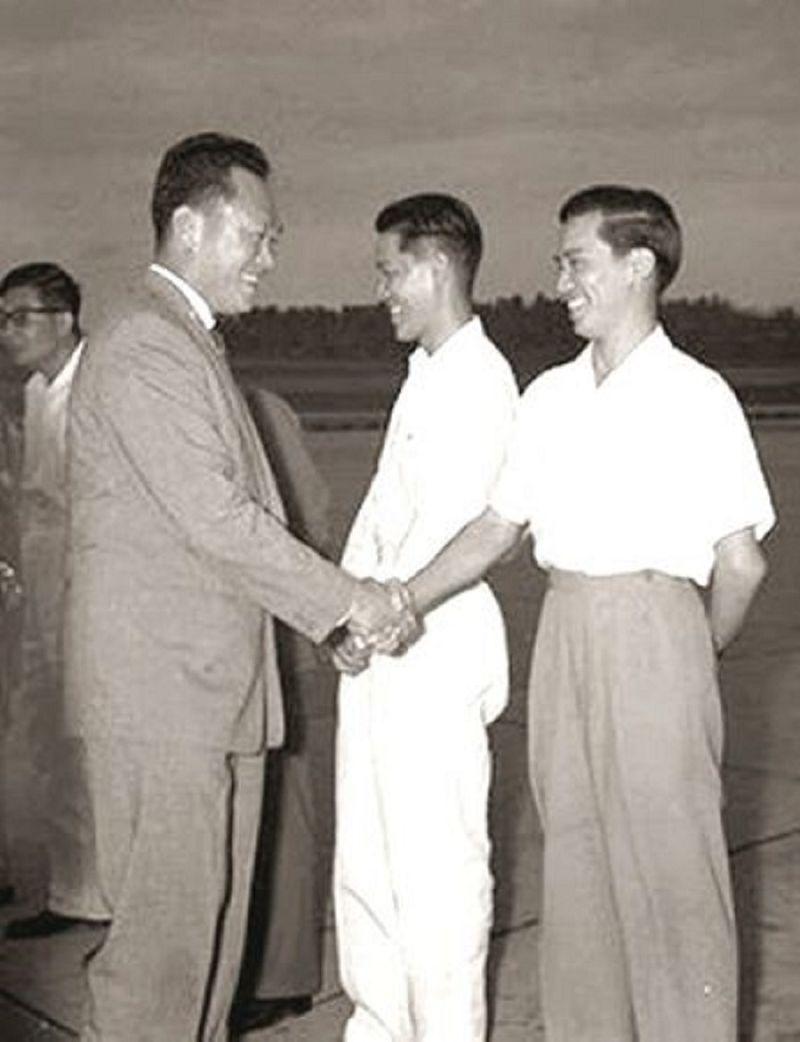 李光耀與林清祥初見面。(資料照/作者提供)
