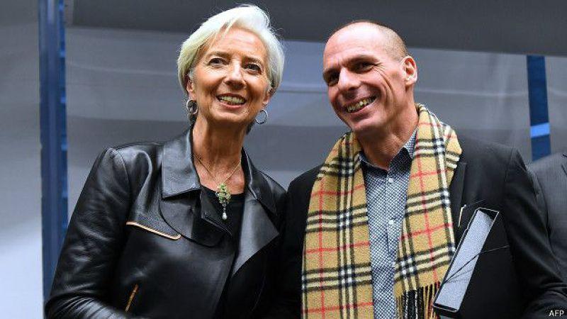 希臘財長瓦魯法基斯(右)說,希臘「有政治和道德責任」與其債權人達成協議。