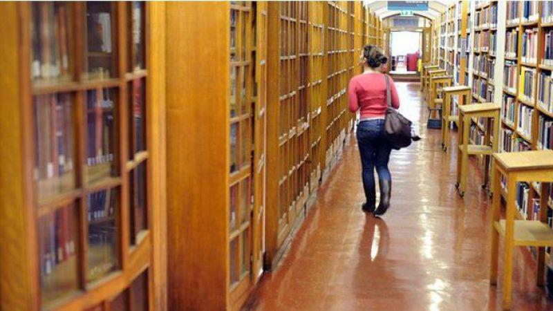 英國大學學費2012年上漲後首批入學的本科生今年畢業。(BBC中文網)