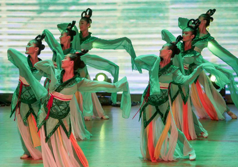20150626-316-民國黨「2015千手觀音我的夢」公益演出,聾人舞蹈團演出《踏舞》-余志偉攝.jpg