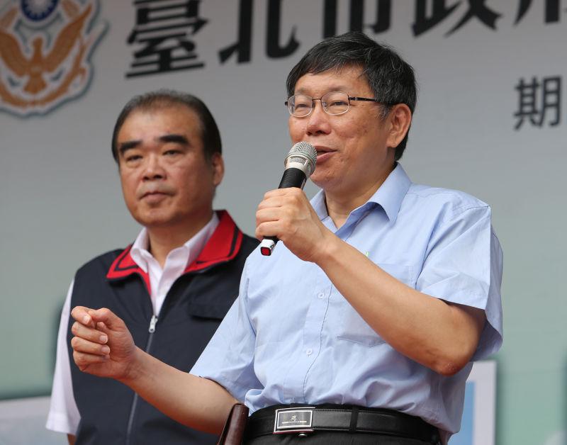 台北市長柯文哲,警察局長邱豐光說明試辦行動派出所,整併派出所,集中報案等三項警察新勤務。