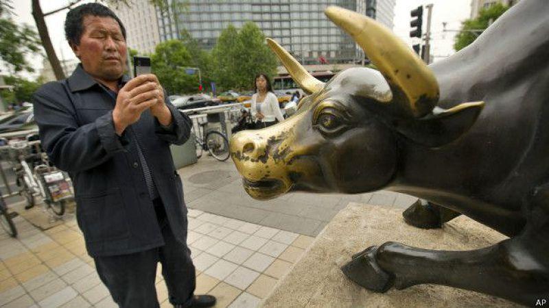 一些股民指責中國政府應為股市的激烈震蕩負責。