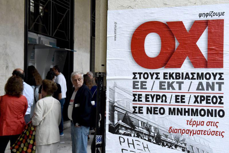 銀行外寫著「OXI」(不)。(美聯社)