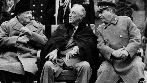 史達林不僅要迷惑蔣介石和中國資產階級,而且要迷惑西方的資產階級,讓他們相信各國共產黨已經放棄暴力革命手段(圖為雅爾塔會談中的美英蘇三巨頭)。(BBC中文網)