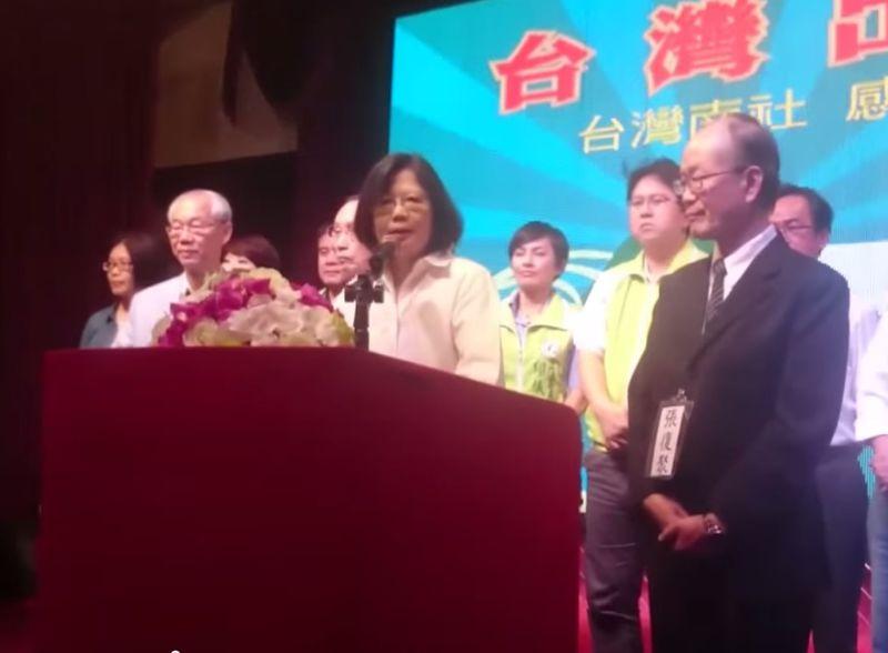 20170712民進黨主席蔡英文在高雄出席台灣南社募款餐會時表示。,民進黨會嚴肅看待高中課綱修改問題,未來如有機會執政會重視本土教育,不會讓下一代連陳澄波是誰都不知道。(取自YouTube)