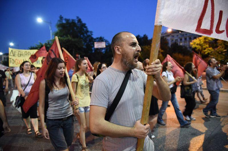 希臘改革方案引發激烈抗議(美聯社)