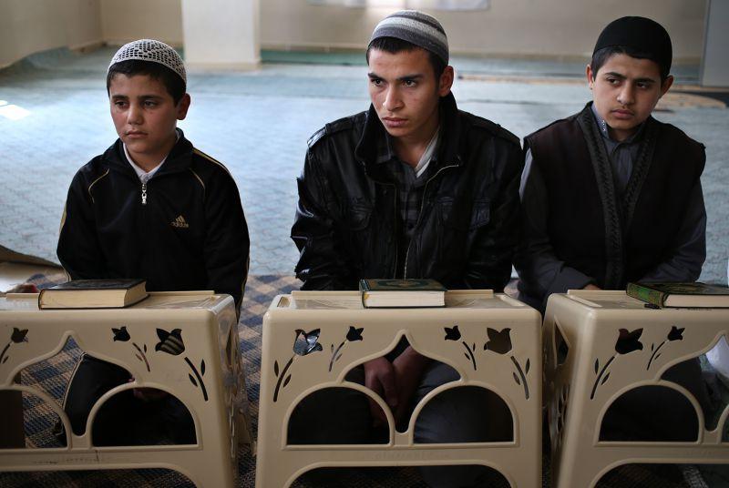 敘利亞境內學童一起上課。(美聯社)