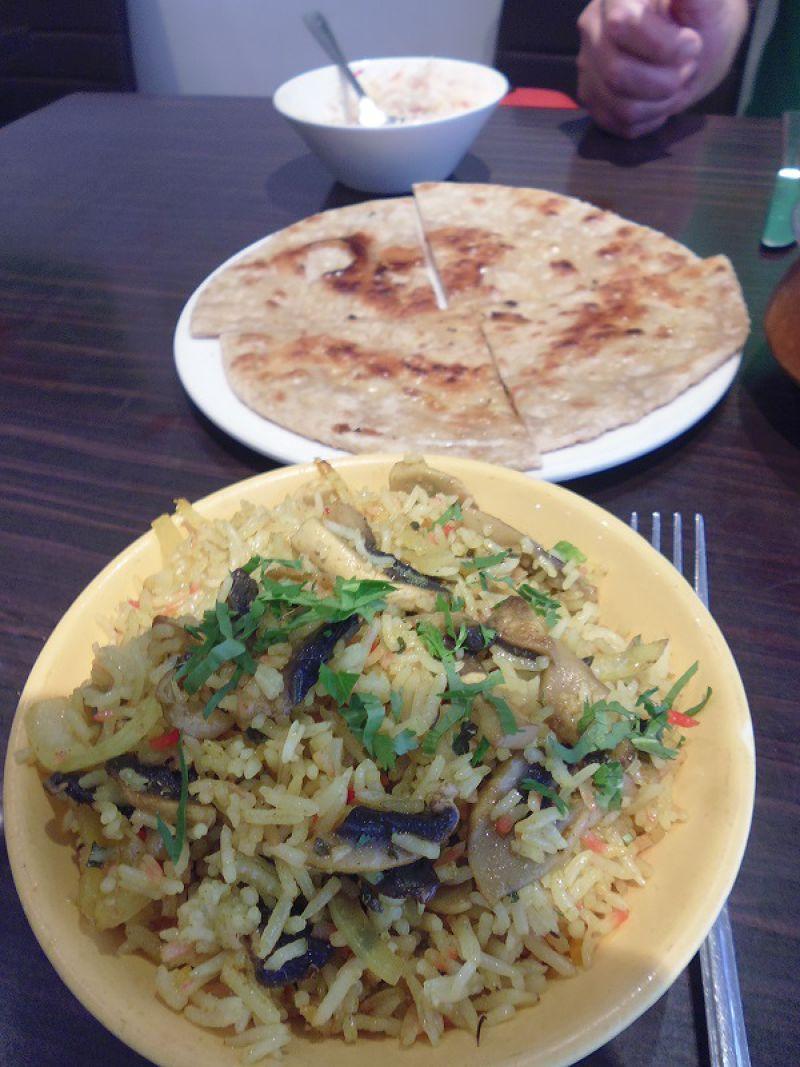 孟加拉炒飯和烤餅 (白曉紅 攝)