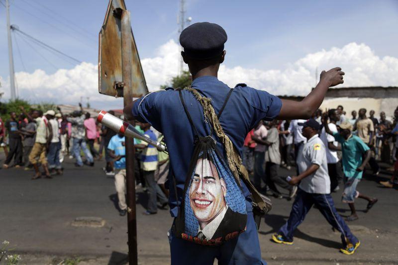 印有歐巴馬頭像的背包。(美聯社)