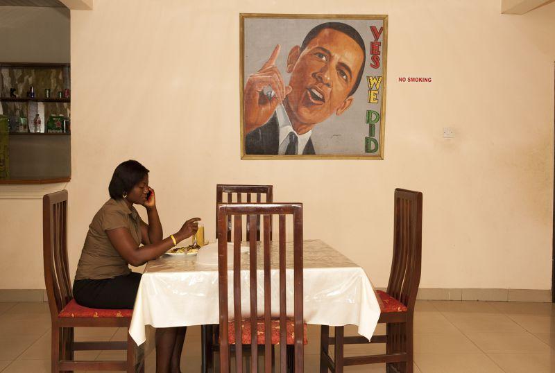 餐廳內的歐巴馬畫像。(美聯社)