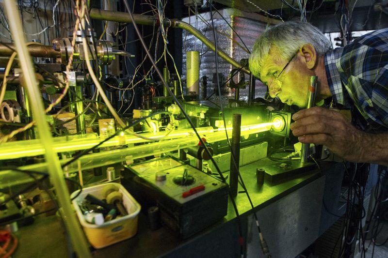 俄國科學家不僅買不到儀器,學術論文投稿也受限。(美聯社)