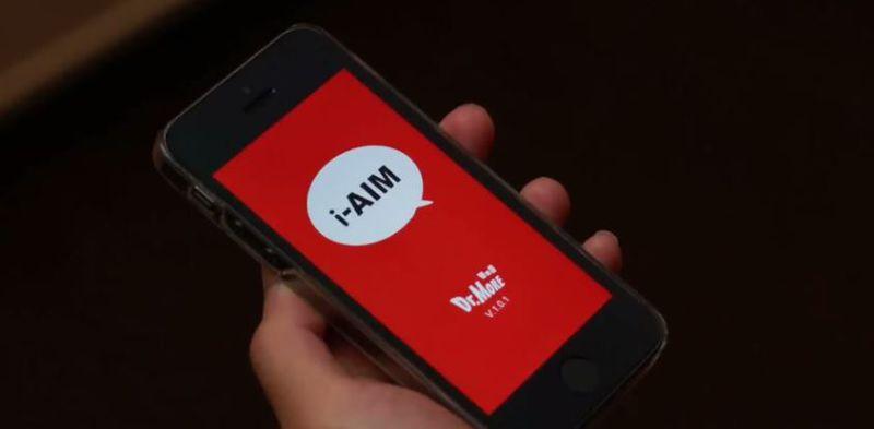 臺灣團隊研發i-AIM app,透過線上輔導員幫助視障朋友。(圖/Russ Kan@youtube)
