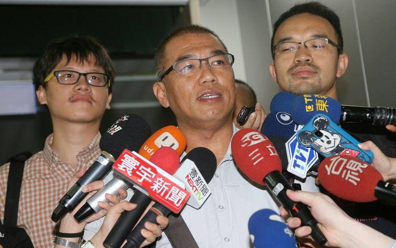 宋小海等三名記者因為採訪七二三事件,同時遭到逮捕與移送。(吳逸驊攝)
