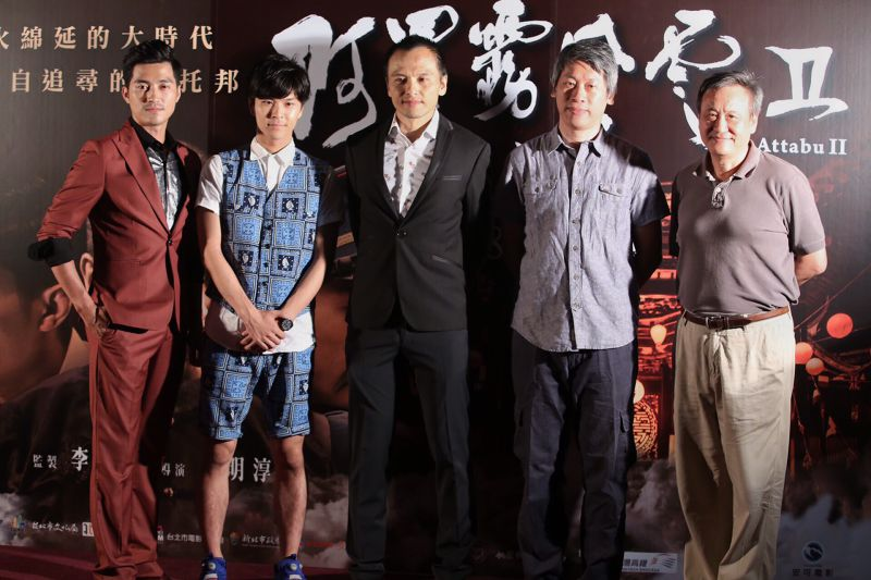 李崗(右一)與「阿罩霧風雲」的主要演員,希望從霧峰林家的視角帶出一段臺灣人不可不知道的臺灣歷史。(林韶安攝)