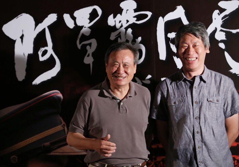 導演許明淳(右)、監製李崗希望電影「阿罩霧風雲」,提供下一代更深遠及更廣闊的角度。(林韶安攝)