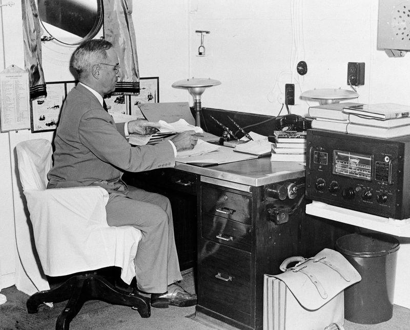 1945年8月6日,美國總統杜魯門宣布美軍已於日本廣島投擲原子彈。(美聯社)