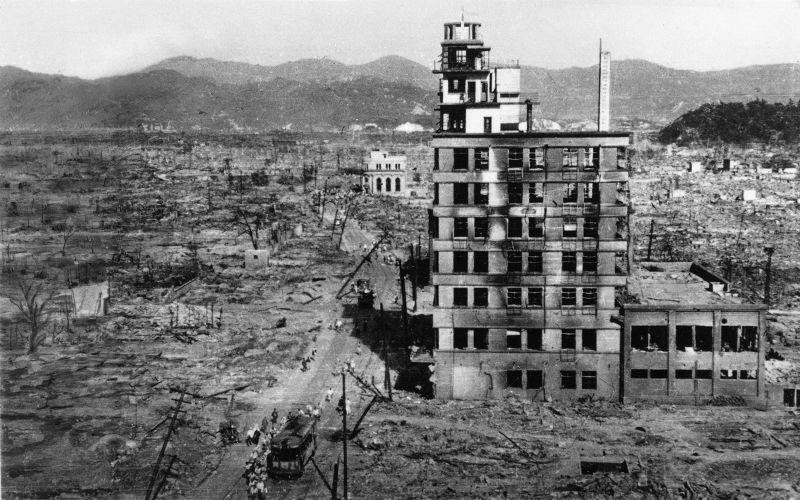 廣島原爆後的街景。(美聯社)