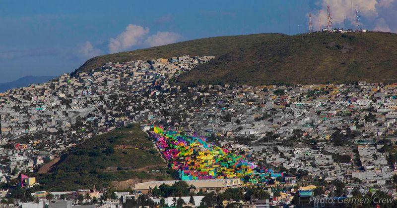 在被改造以前,這片村落就如同旁邊其餘村落一樣慘白沒有生氣(圖/Germen Nuevo Muralismo Mexicano@flickr)