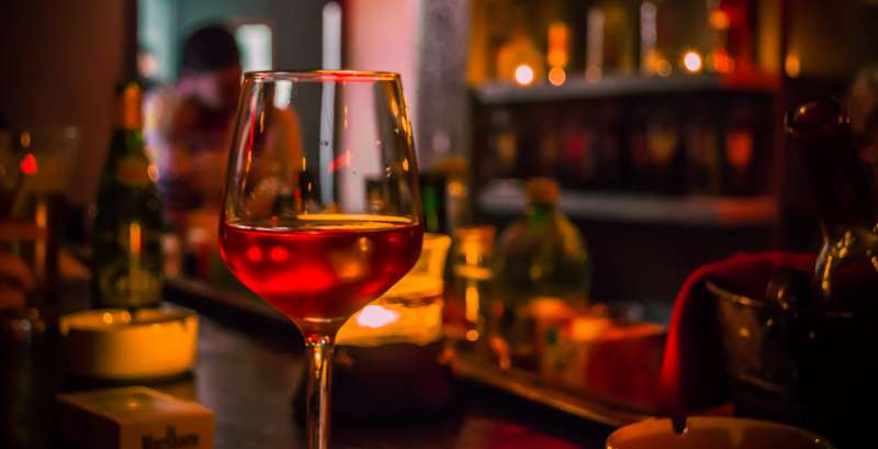男人為什麼上酒家? 圖/Mohamed Aymen Bettaieb@flickr