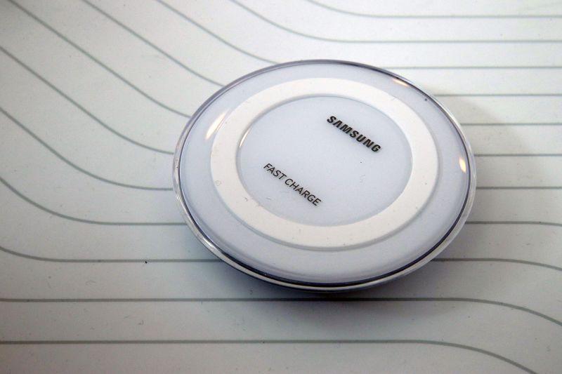 同時發表無線充電器。(美聯社)