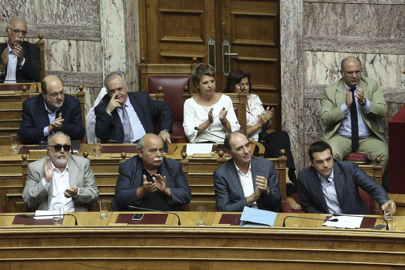 14日,希臘國會表決通過紓困方案。(美聯社)