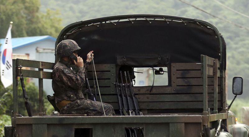 北韓20日向南韓開火,兩韓邊界附近駐軍緊急因應。(美聯社)