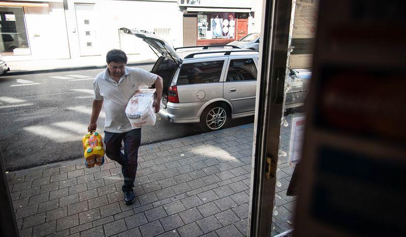 Sudhir每天下午的例行進貨。洪滋敏攝