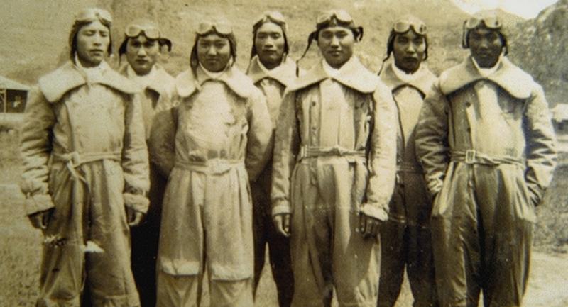 五大隊第十七中隊隊員,拍攝於柳州機場,林恒在其中。(圖片來源:flyingtiger-cacw.com)