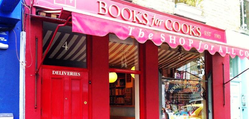 烹飪書店雖然門面不大,但紅色的裝飾卻很醒目  圖/ twentysomethinglondon.com
