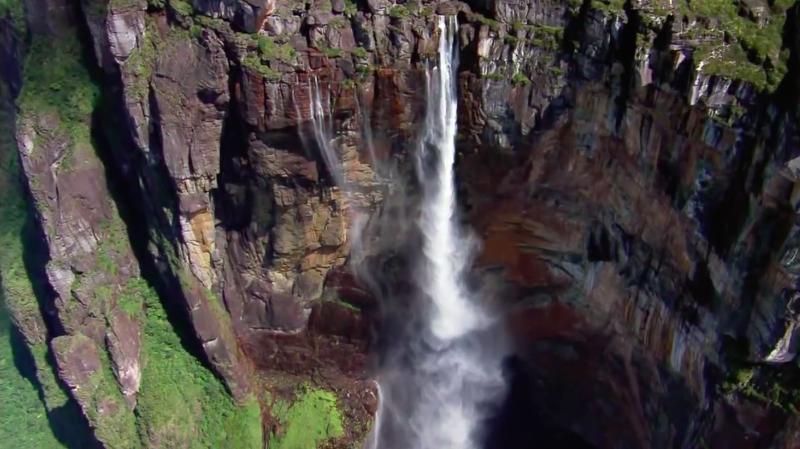 影片中可以看到全世界壯麗的山河美景,然而配音卻諷刺得訴說人類即將失去這些景色。(截圖取自YouTube)