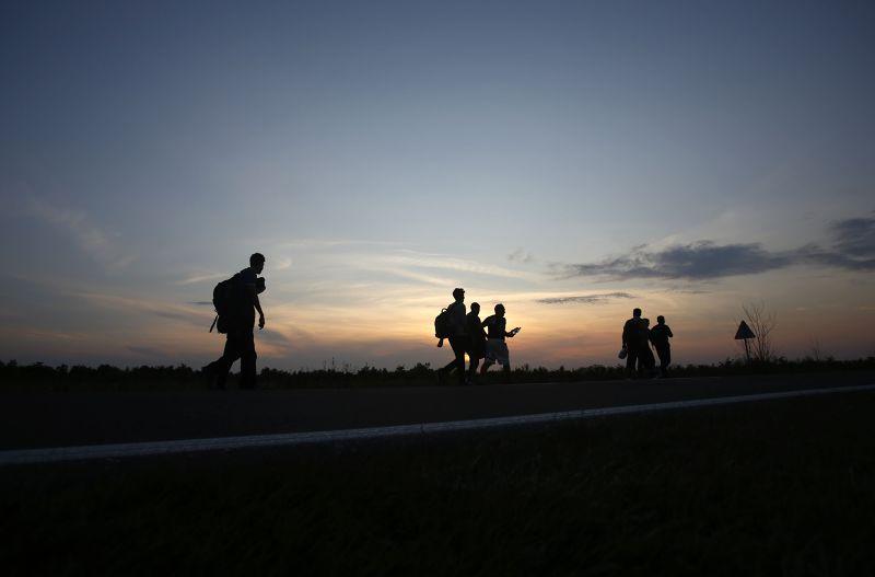 未來茫茫不知去路的難民。(美聯社)
