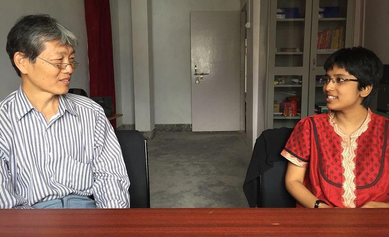 錫金大學中文系主任翠蒂(右)與兼任華語教師胡世林(左)。(陳牧民攝)