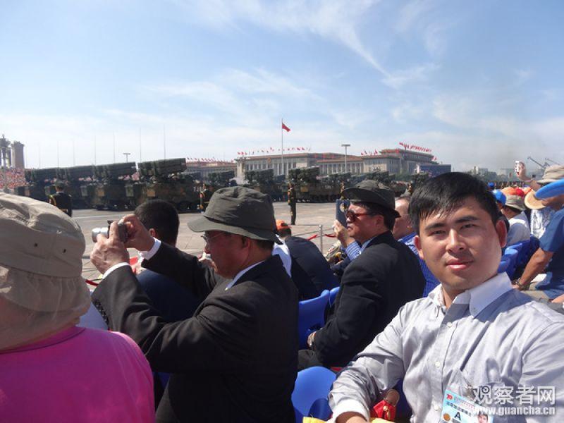 20150905王炳忠(左)參加九三閱兵,與習近平握手。(取自王炳忠微博)